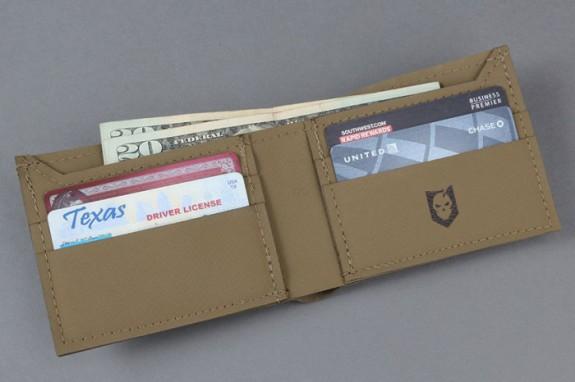 its-hypalon-concealment-wallet-6-700x466
