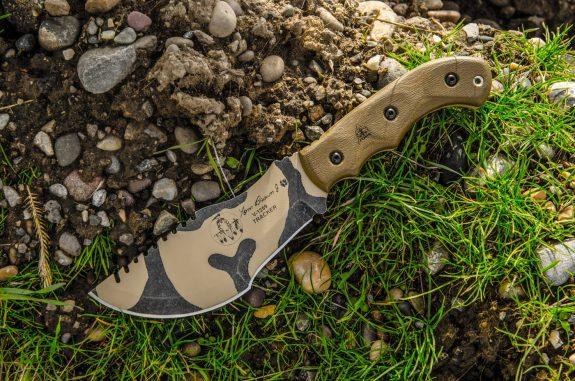 free-camo-at-tops-knives